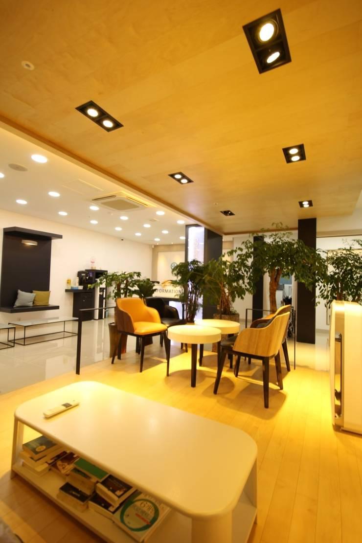 대구 병원 인테리어 리모델링: inark [인아크 건축 설계 디자인]의  다이닝 룸