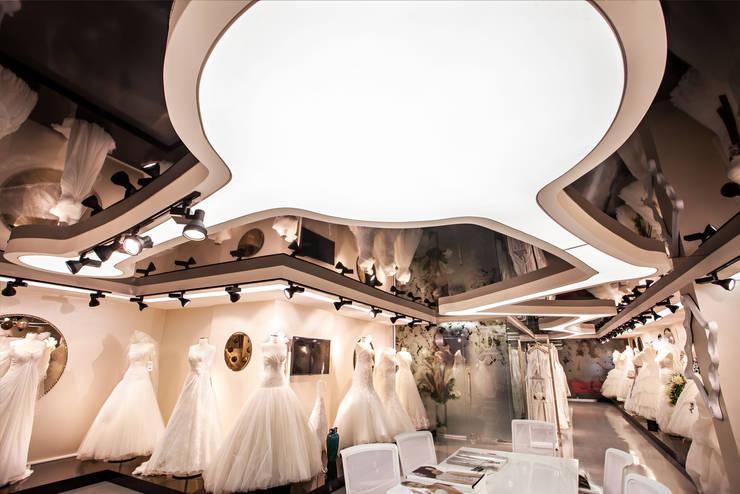 Internova Stretch Ceiling & 3d Flooring  – Defne Tekstil Aydınlatma ve Gergi Tavan Projesi / Defne Textille Co. Lighting and Stretch Ceiling Project:  tarz Duvarlar