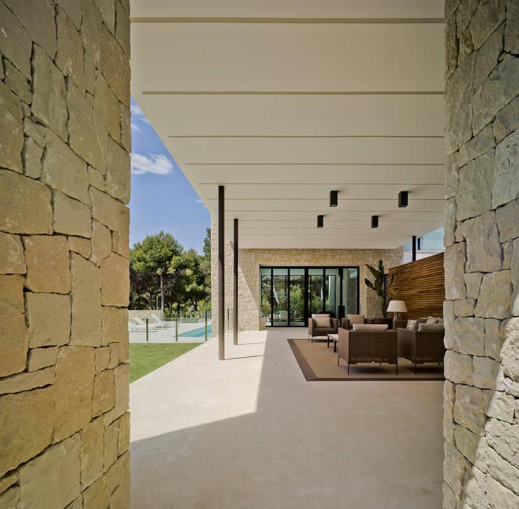 Terrazas de estilo  por Aguilar Arquitectos