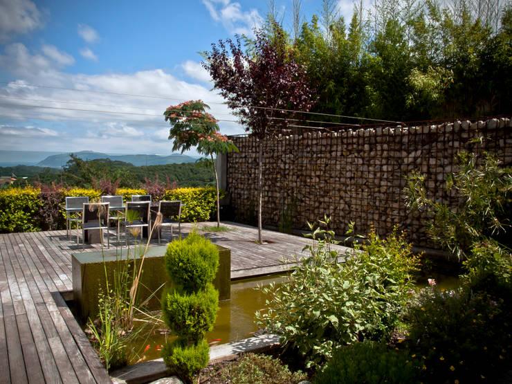 Jardines de estilo ecléctico por Zooco Estudio