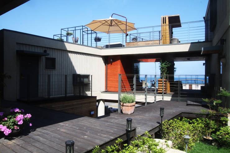 부띠크빌라 까사델아야: 비온후풍경 ㅣ J2H Architects의  정원