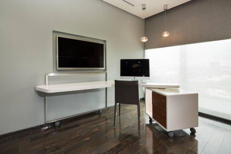 Penthouse Punto Central: Recámaras de estilo  por Línea Vertical