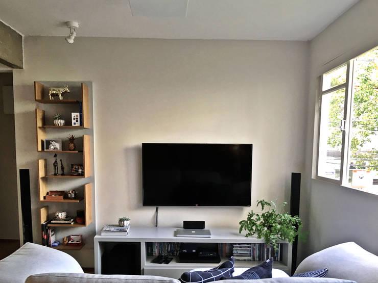 Living room by MANAA ARQUITETURA