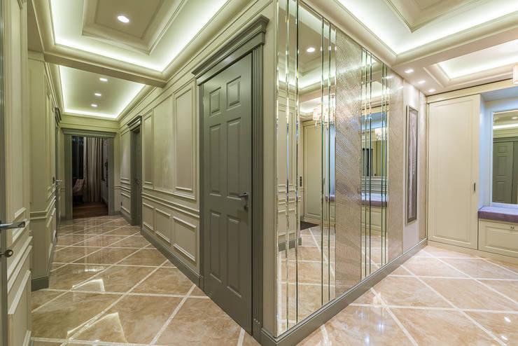 Corridor & hallway by Tony House Interior Design & Decoration