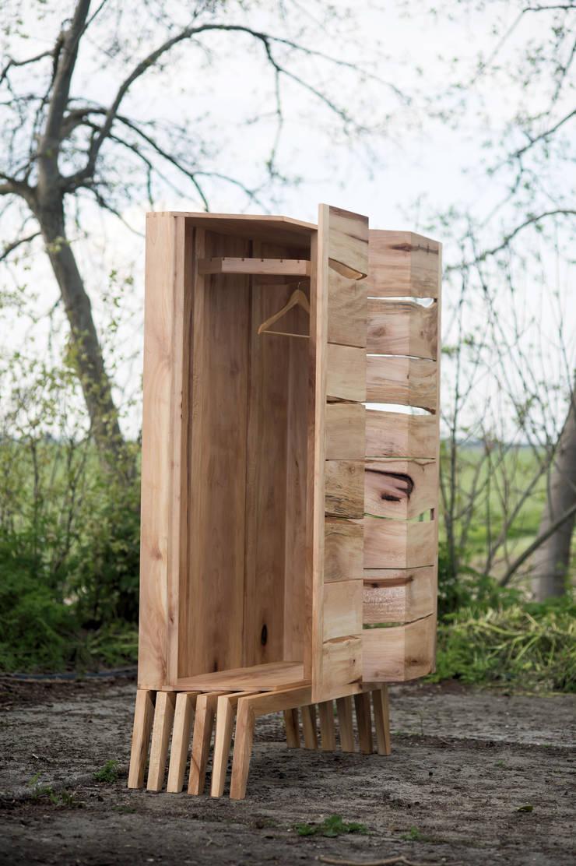 Zijaanzicht met de deuren gedeeltelijk open:   door wilfred kalf, Eclectisch Hout Hout
