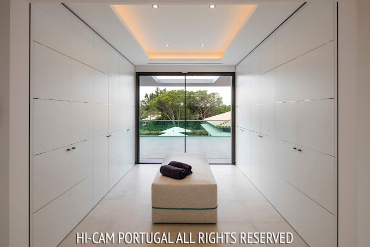 Monte Golf: Closets  por Hi-cam Portugal