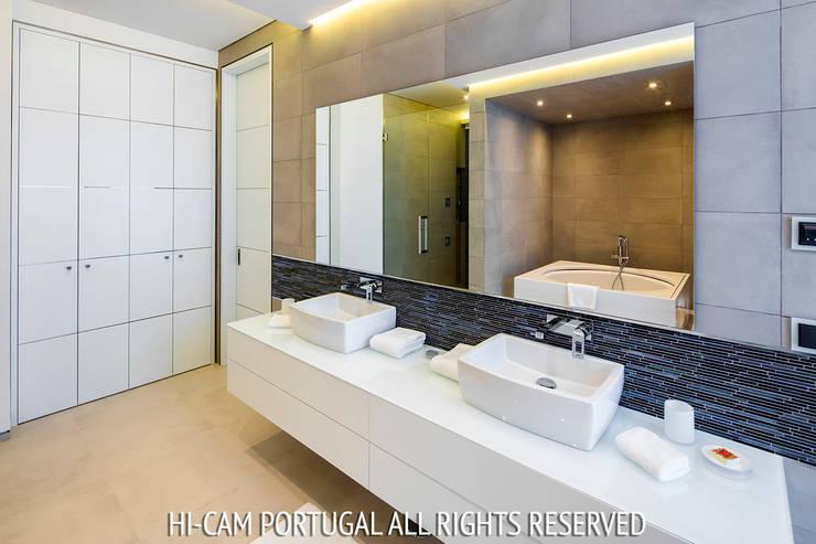Monte Golf: Casas de banho  por Hi-cam Portugal