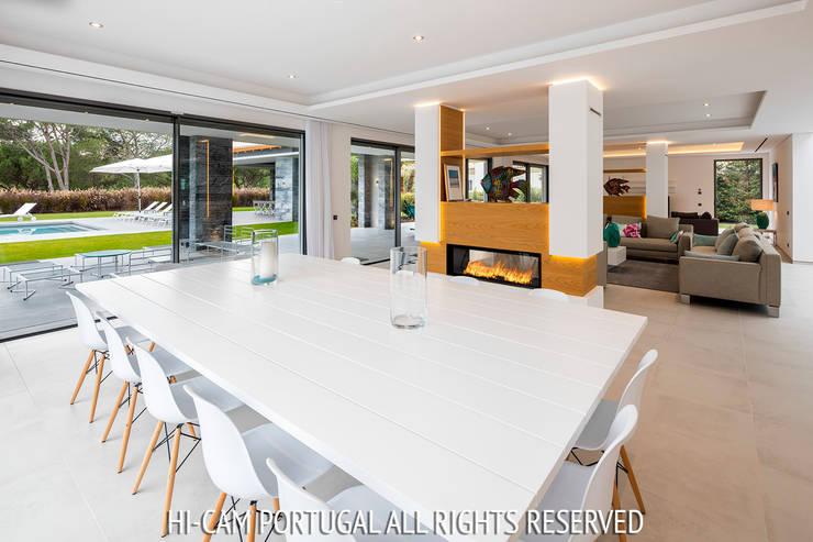 Monte Golf: Salas de jantar modernas por Hi-cam Portugal