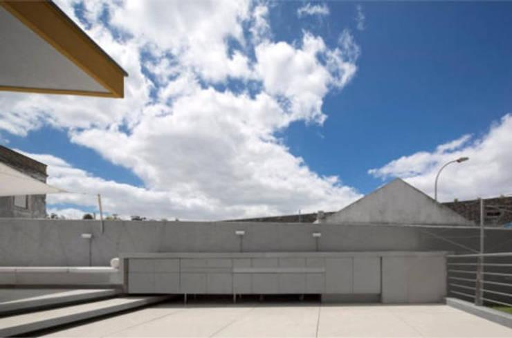 SARGRUP İNŞAAT VE ENERJİ LTD.ŞTİ. – FIBERCEMENT /TERAS/BALKON: modern tarz , Modern Orta Yoğunlukta Lifli Levha