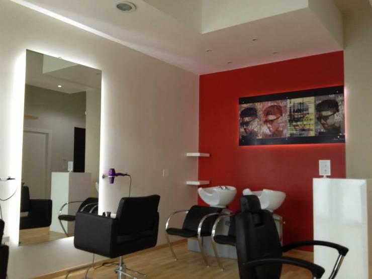 Oficinas y Tiendas de estilo  por T_C_Interior_Design___, Moderno