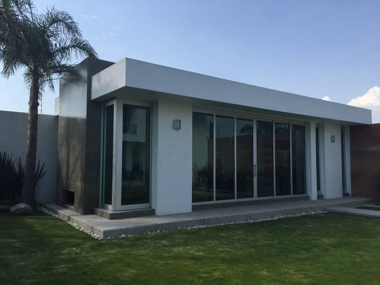 Terraza: Casas de estilo  por ARKIZA ARQUITECTOS by Arq. Jacqueline Zago Hurtado