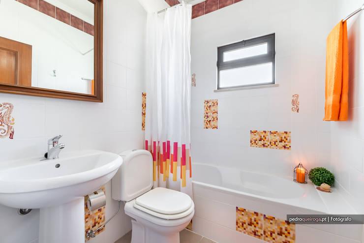 Casas de banho clássicas por homify