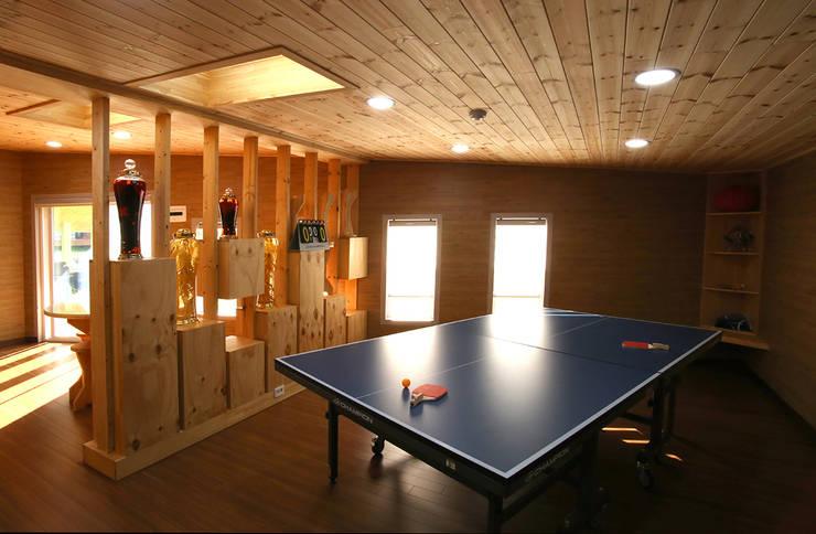 강화초지리 (Kanghwa): HOUSE & BUILDER의  방