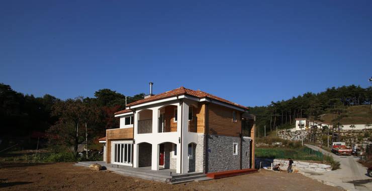 유천동 (Youcheondong) : HOUSE & BUILDER의  주택,