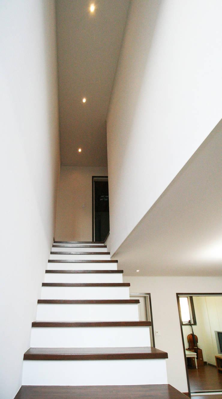 용인 흥덕지구 (Yongin): HOUSE & BUILDER의  복도 & 현관