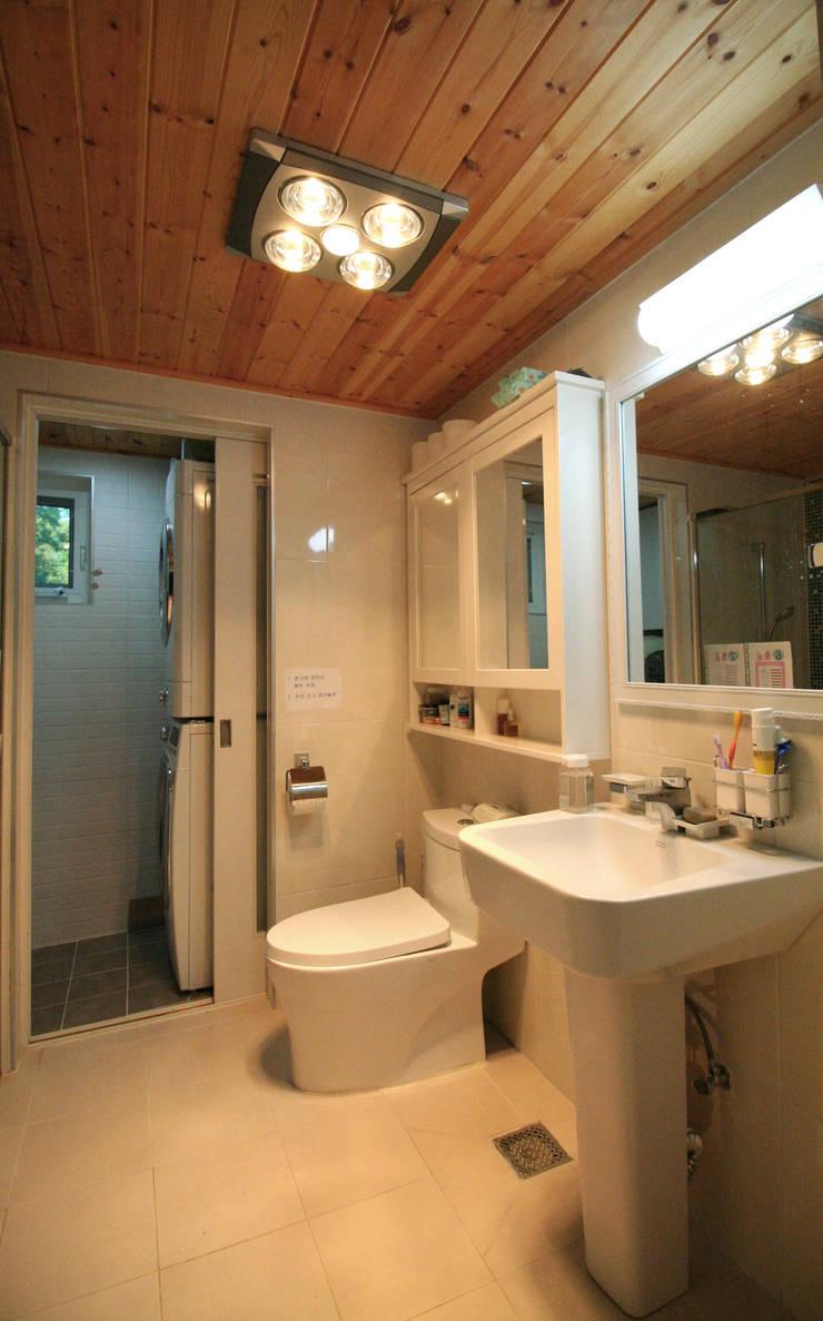 용인 흥덕지구 (Yongin): HOUSE & BUILDER의  욕실