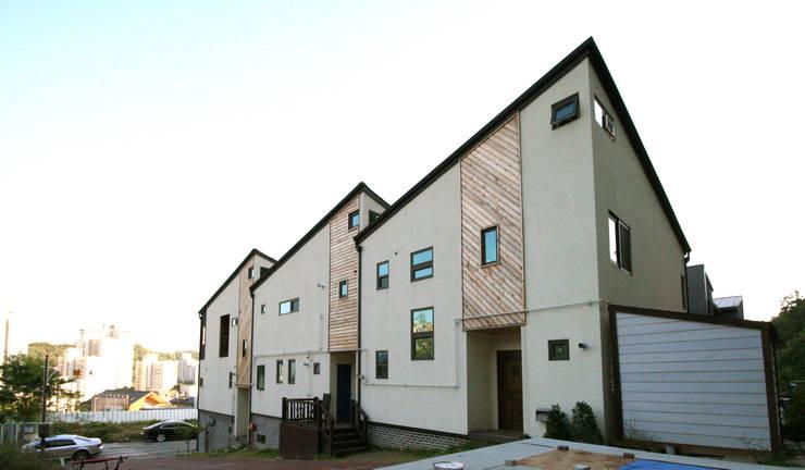 Projekty,  Domy zaprojektowane przez HOUSE & BUILDER
