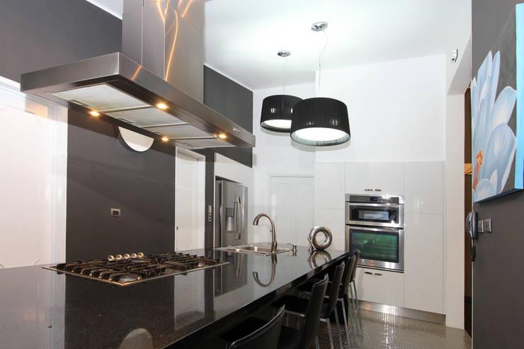 Cocinas de estilo  por Arq Renny Molina