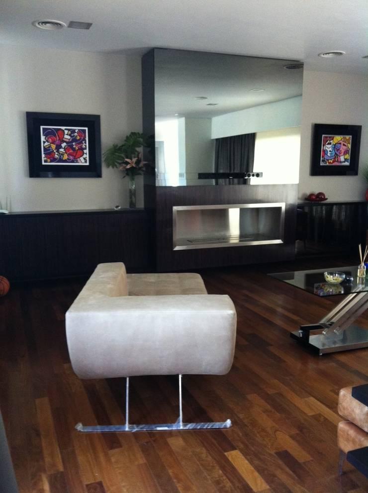 Xime Russo Interiores :  tarz Oturma Odası, Modern
