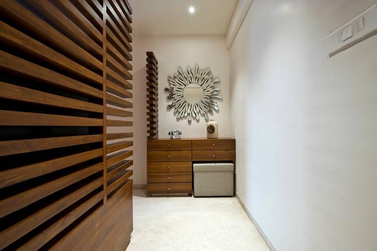 Residence Interiors at Mukundnagar, Pune:  Living room by Urban Tree,Modern