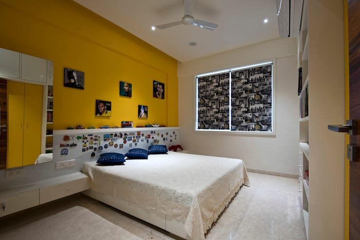 Residence Interiors at Mukundnagar, Pune:  Bedroom by Urban Tree