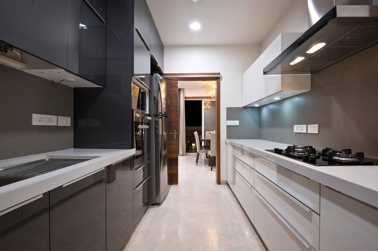 Residence Interiors at Mukundnagar, Pune: modern Kitchen by Urban Tree