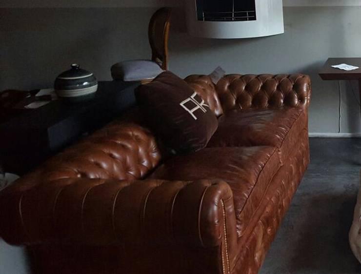Chesterfield by Xime Russo Interiores: Oficinas y locales comerciales de estilo  por Xime Russo Interiores