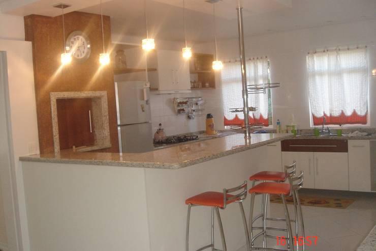 modern Kitchen by LK Engenharia e Arquitetura