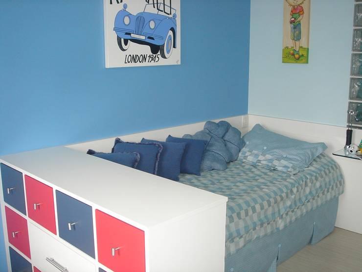 modern Nursery/kid's room by LK Engenharia e Arquitetura