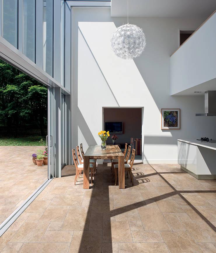 COEM - Aquitaine:  Muren door Spadon Agenturen, Modern Keramiek