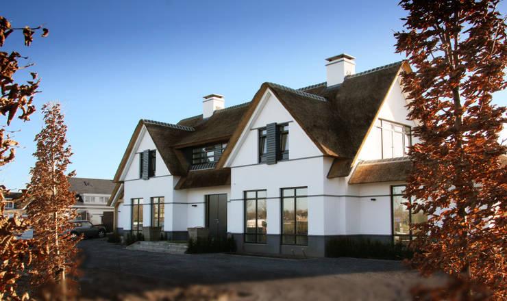 Casas de estilo  por Arend Groenewegen Architect BNA