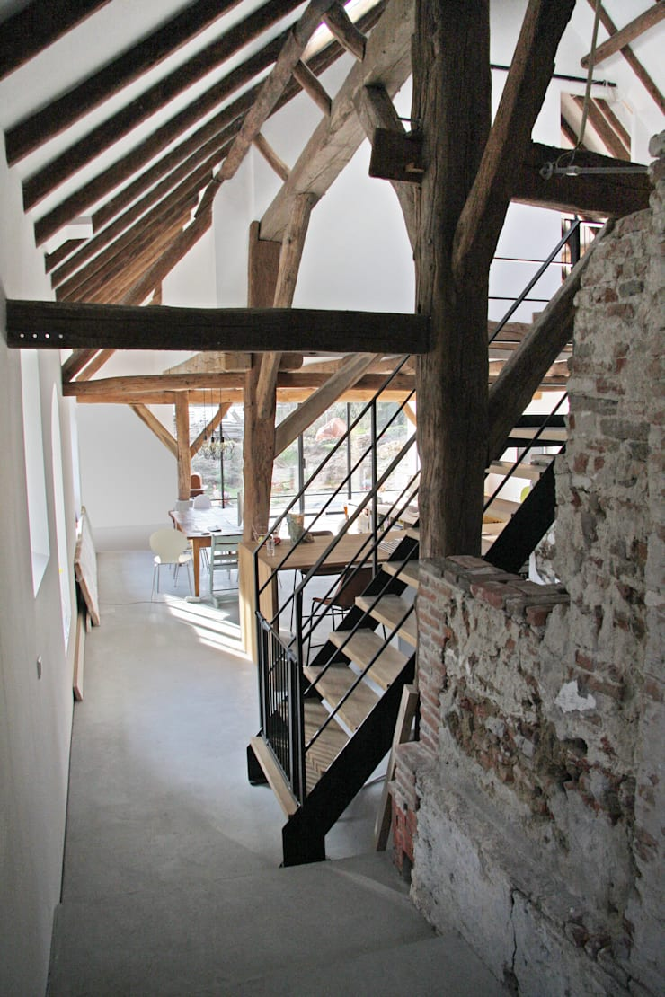wonen oude stal:  Woonkamer door Arend Groenewegen Architect BNA, Landelijk