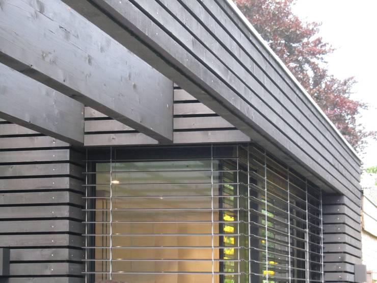 Pergola, houten gevel:  Huizen door Arend Groenewegen Architect BNA, Modern