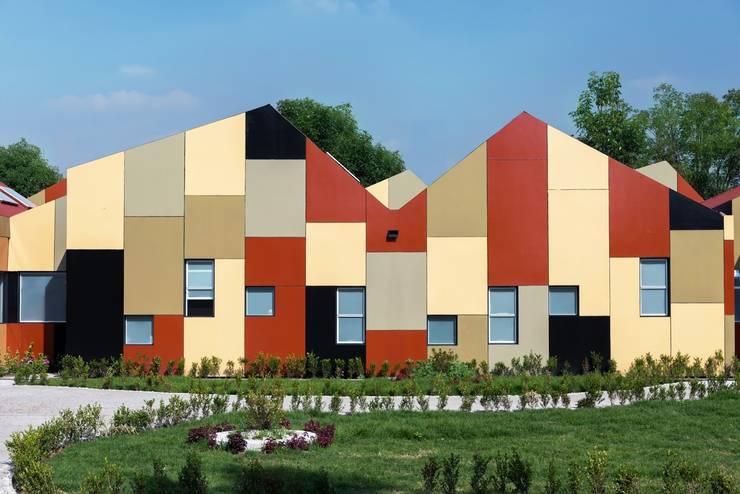 SARGRUP İNŞAAT VE ENERJİ LTD.ŞTİ. – VIROC FIBERCEMENT PANELLER:  tarz Evler, Modern Orta Yoğunlukta Lifli Levha
