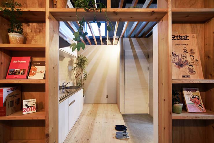 綾瀬のオフィス: Bound About Projectが手掛けた書斎です。