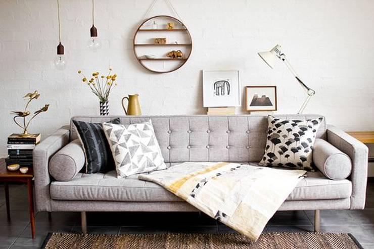 SOFA VERONA: Livings de estilo  por Interiores y Muebles