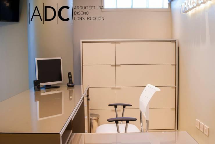 Diseño interior de recepcion: Estudios y oficinas de estilo  por ADC - ARQUITECTURA - DISEÑO- CONSTRUCCION