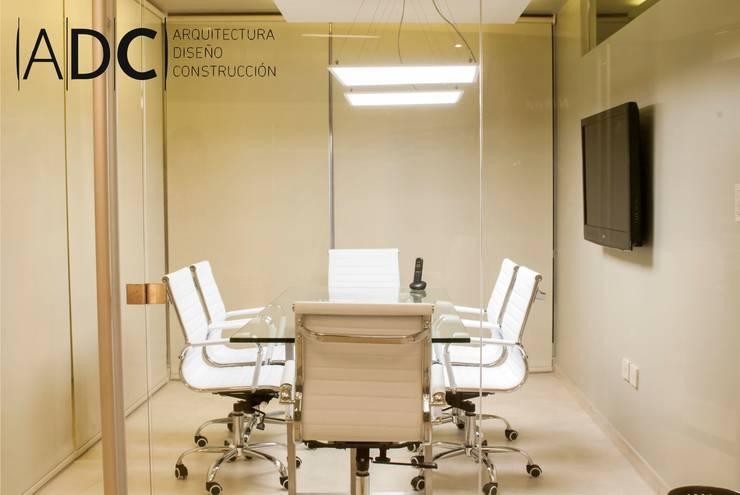 diseño interior sala de reuniones: Estudios y oficinas de estilo  por ADC - ARQUITECTURA - DISEÑO- CONSTRUCCION