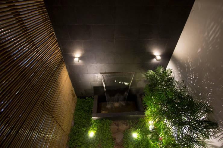 RESTAURANTE CHIWAKE: Jardines de estilo moderno por ARKILINEA