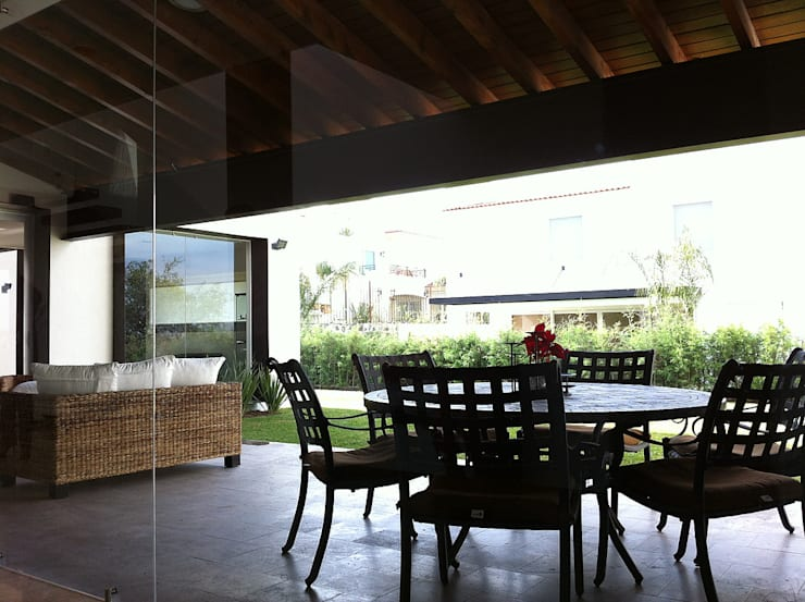 Terraza: Terrazas de estilo  por AParquitectos