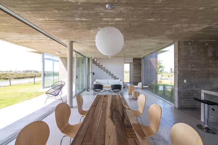 Salas de estar modernas por BAM! arquitectura