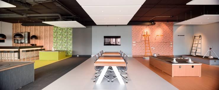 Showroom kantoor MARQ:  Kantoor- & winkelruimten door INZIGHT architecture