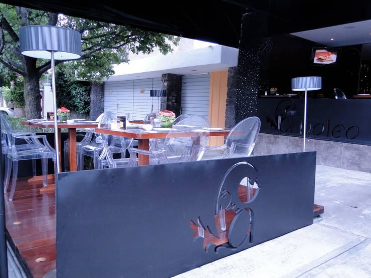 Terraza Despues:  de estilo  por Pereg&Teran Arquitectos