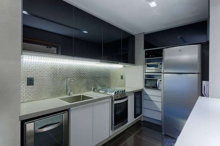 Cozinhas modernas por Emmanuelle Eduardo Arquitetura e Interiores