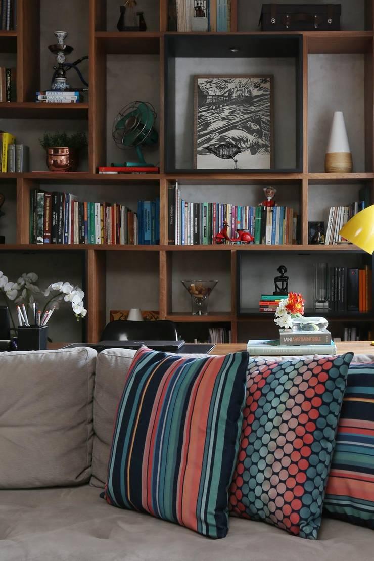 Apartamento FF: Salas de estar  por Studio Novak