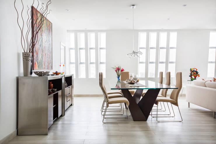 Comedor: Comedores de estilo moderno por Carughi Studio