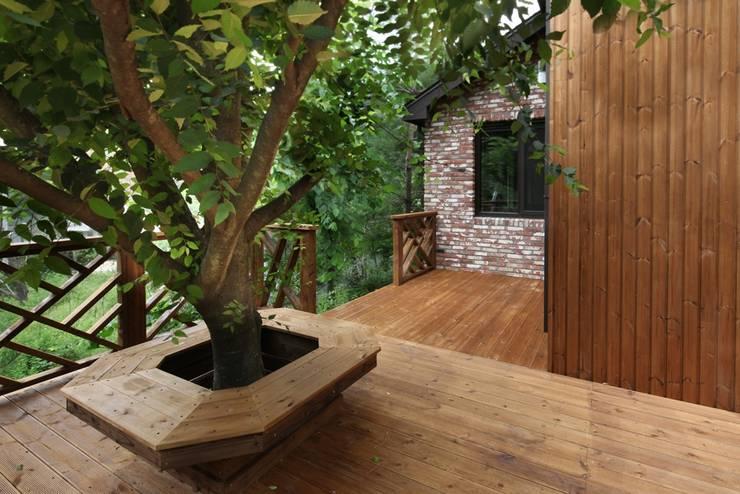 푸른 숲 속, 나만의 미술관 (양평 문호리): 윤성하우징의  정원