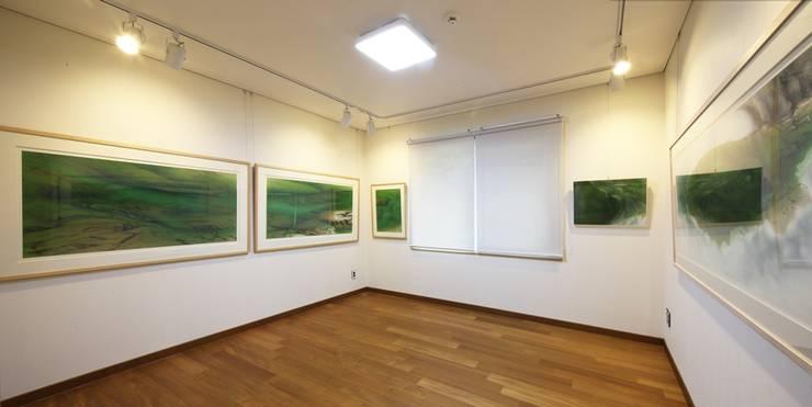 푸른 숲 속, 나만의 미술관 (양평 문호리): 윤성하우징의  침실