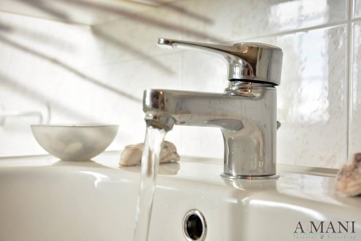 Still Life Bathroom: Hotel in stile  di A4MANI - Interior & Architecture,