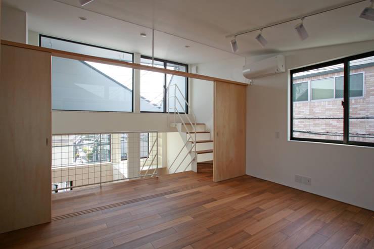 十字路に建つスキップハウス: 設計事務所アーキプレイスが手掛けた子供部屋です。